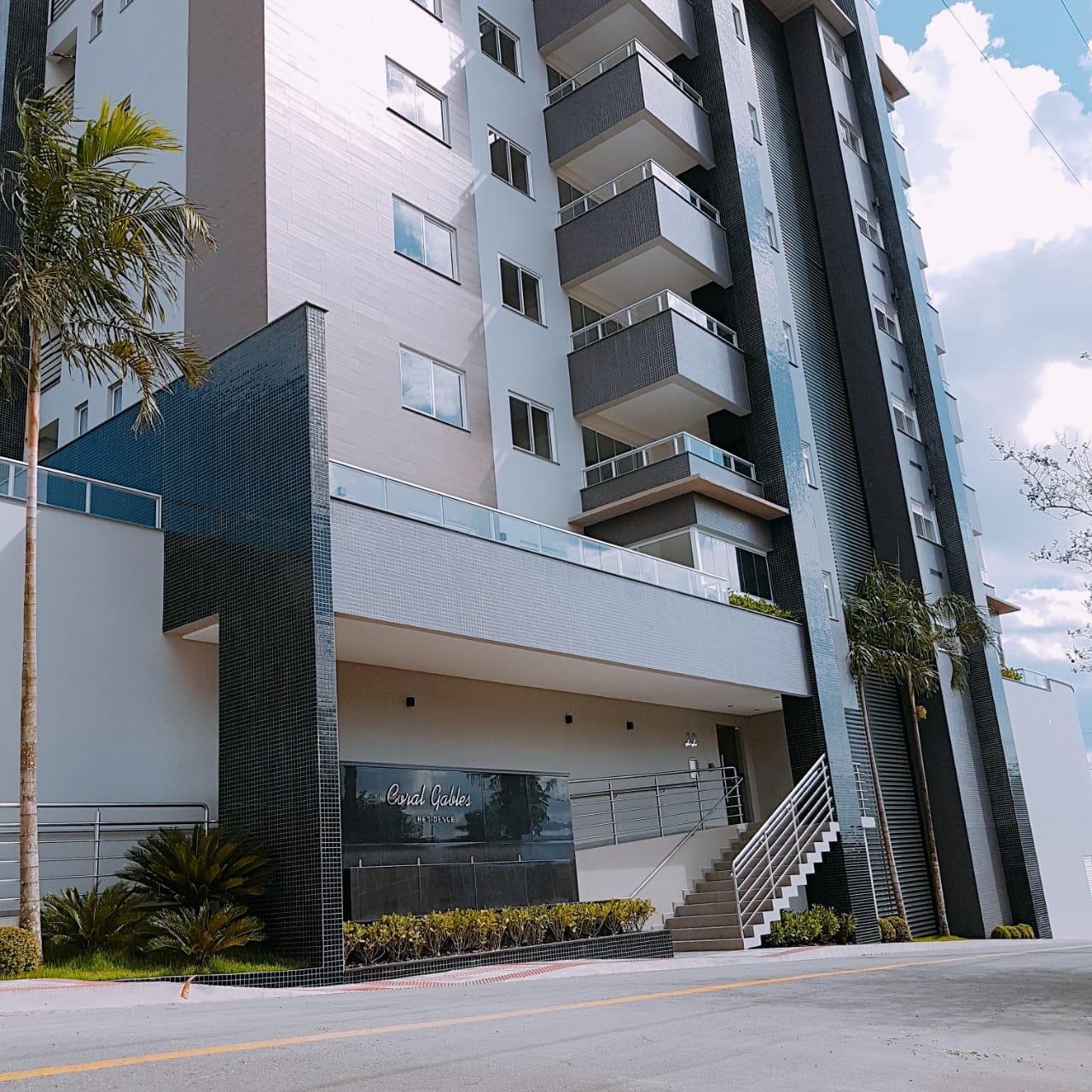 A0108 – Coral Gables – Apartamento novo com uma suíte + 2 quartos.