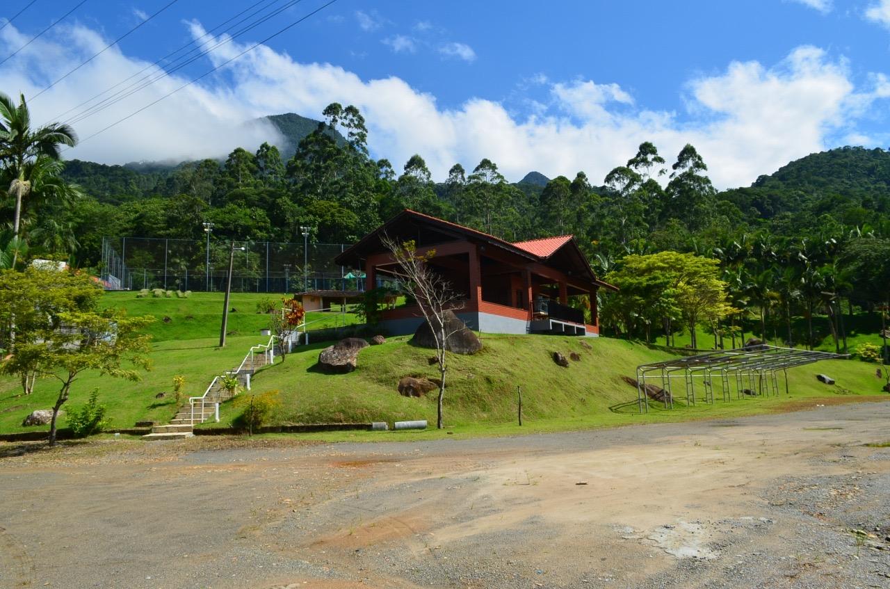 T0167 – Belo terreno no Bairro Ilha da Figueira.