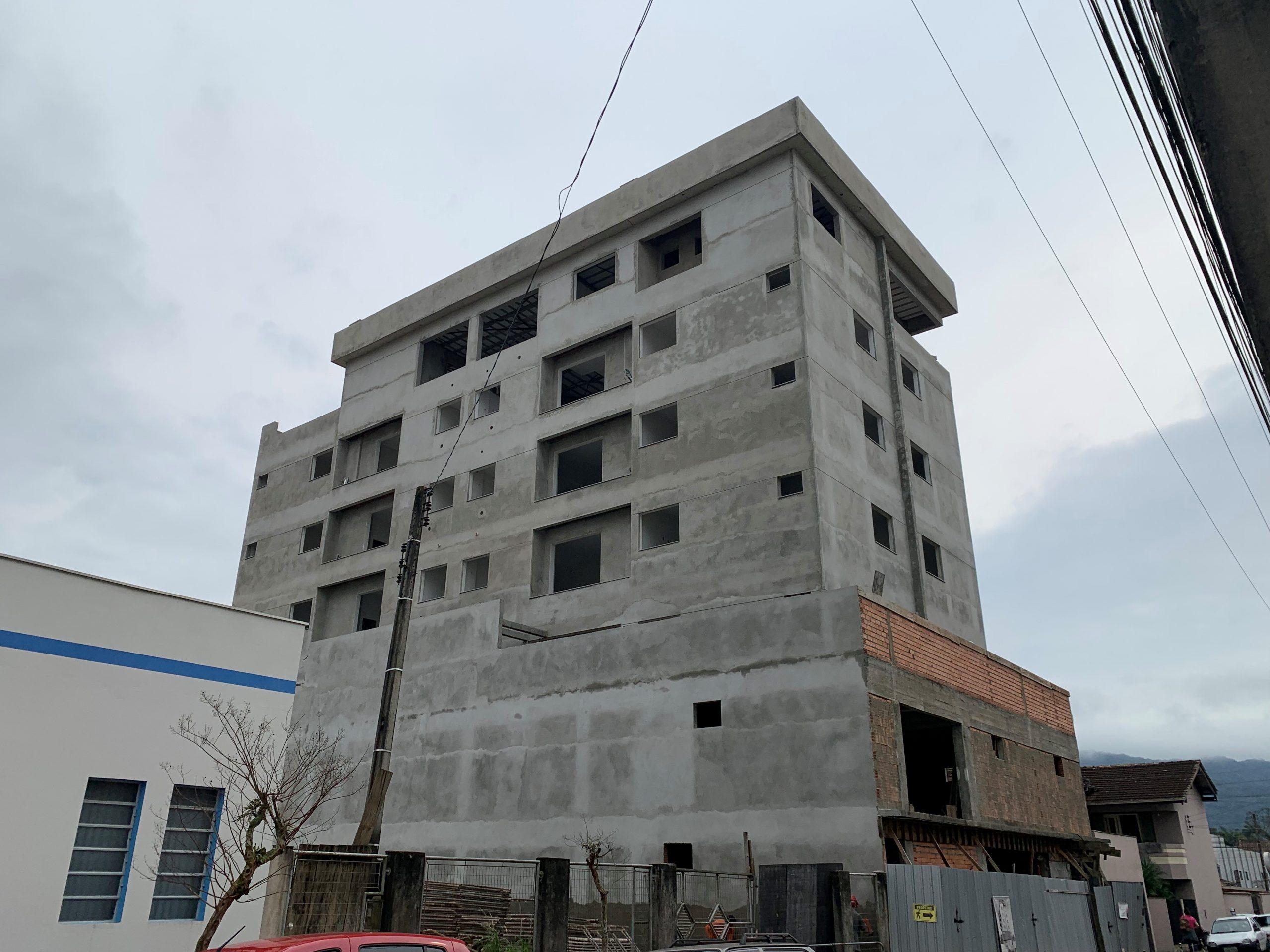 A0170 – Apartamento no centro com uma suíte + um quarto.
