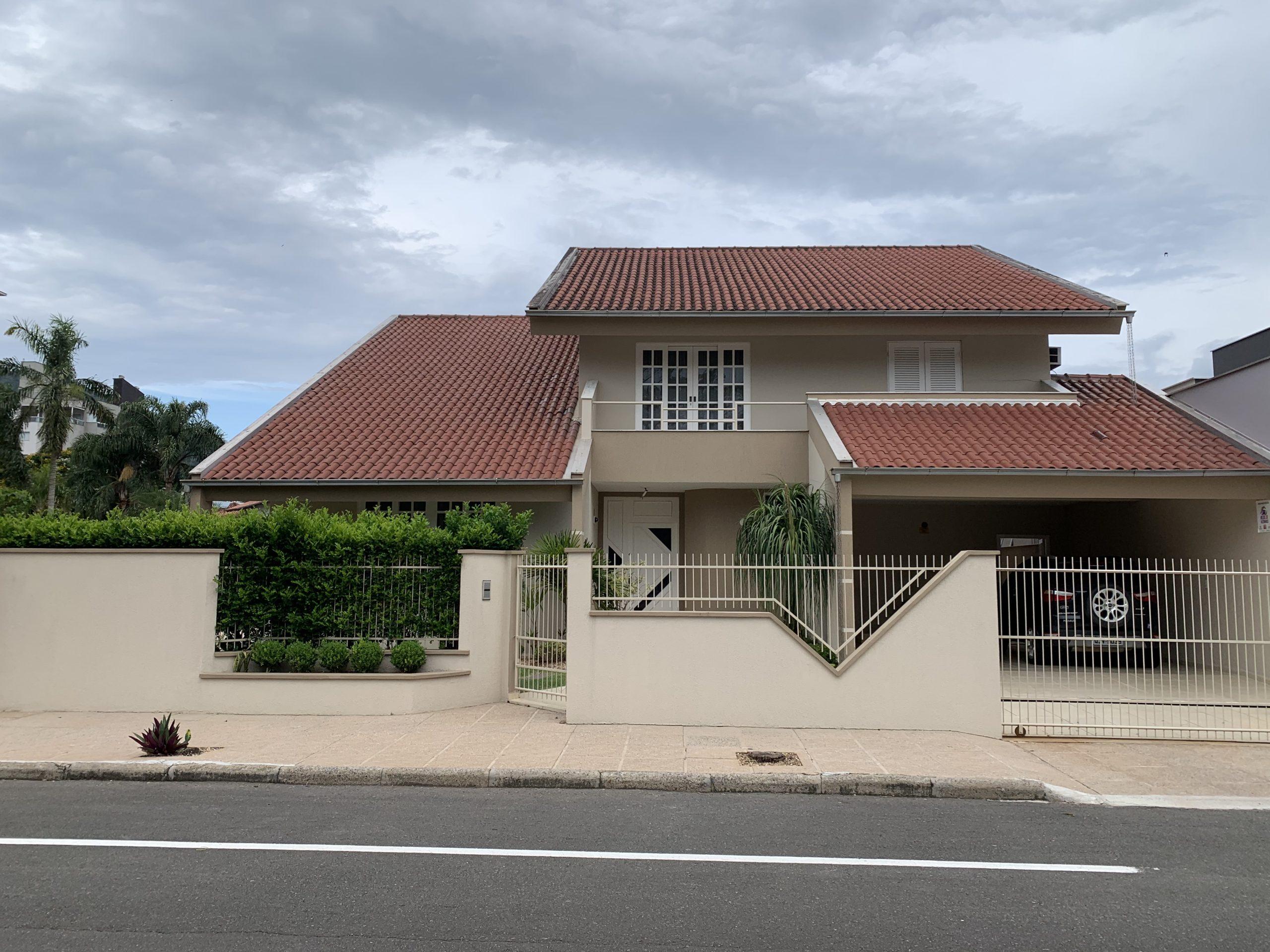 C0269 – Bela casa com terreno grande no Bairro Amizade.