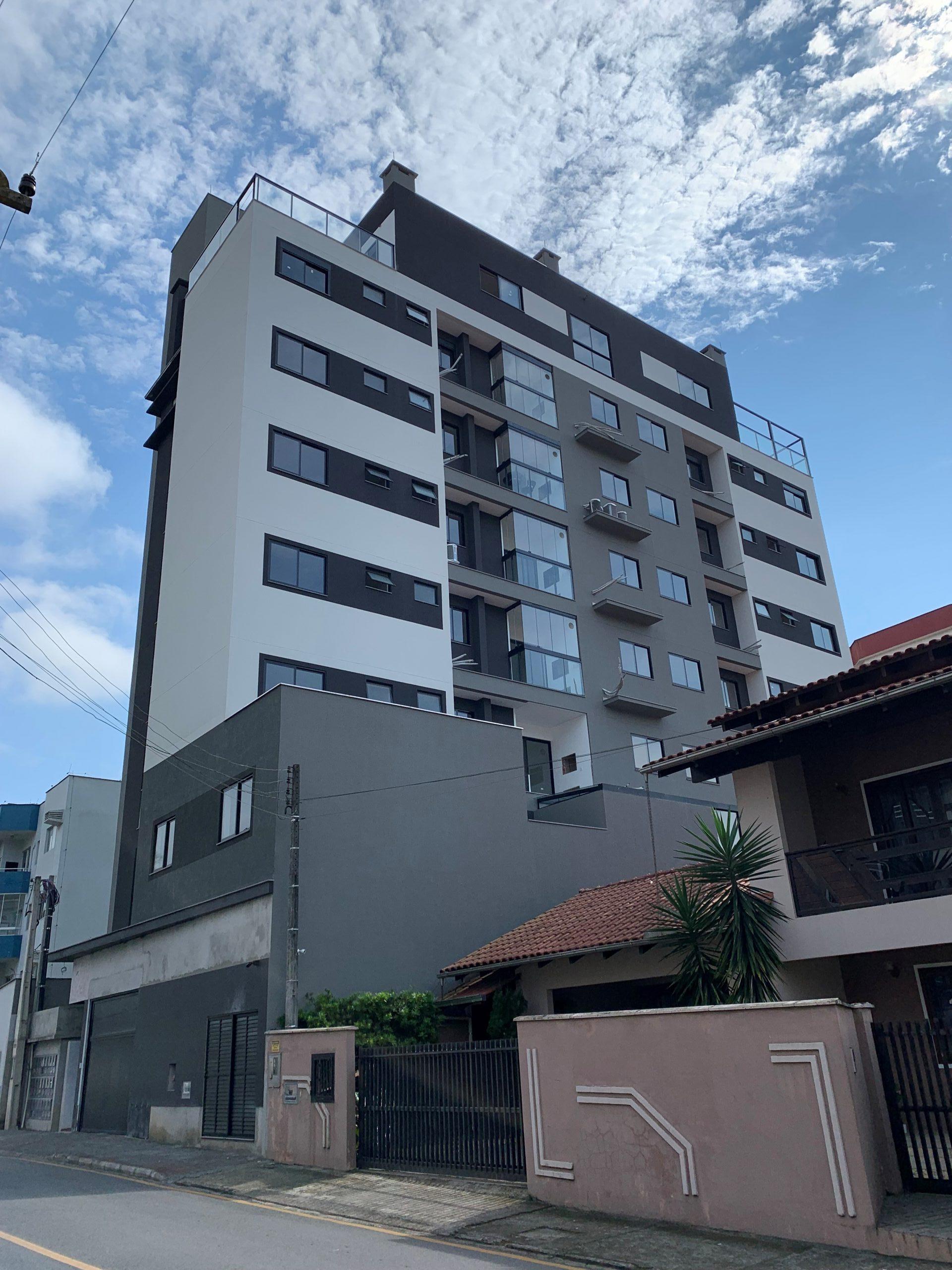A0328 – Apartamento com uma suíte + dois quartos.